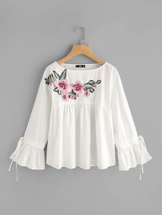 SheIn offers Embroidered Flower Applique Bell Cuff Smock Top & more to fit your fashionable needs. Trendy Fashion, Girl Fashion, Fashion Outfits, Smocks, Stylish Dresses For Girls, Latest Tops, Mode Hijab, Stylish Tops, Blouse Designs
