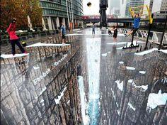 3d Street Art, es el arte de dibujar con tiza en la misma calle y que vista desde una cierta perspectiva nos parece una obra en tres dimensiones.