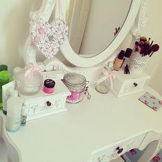 Imagen de makeup, room, and white