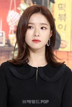 Shin Se Kyeong from Rookie Historian Korean Beauty, Asian Beauty, Shin Se Kyung, Korean Make Up, Portrait Poses, Soyeon, Hello Gorgeous, Korean Actresses, Hairstyles Haircuts