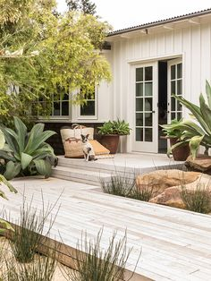 Garden Ideas & 7 Pro Tips, Courtesy Of Hollywood's Go-To Guy - - Garden ideas are what celebs like Ellen deGeneres turn to Scott Shrader for. Peek inside his new book, The Art of Outdoor Living, and snag his pro tips! Small Garden Design, Deck Design, Outdoor Rooms, Outdoor Living, Outdoor Kitchens, Outdoor Decor, Diy Deck, Garden Cottage, Backyard Patio