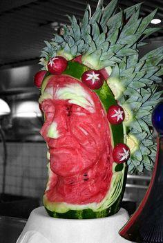 Indian Chief Melon head carving, food carving, watermelon Saved by SRIRAM L'art Du Fruit, Deco Fruit, Fruit Art, Fruit Cakes, Sweet Watermelon, Watermelon Art, Watermelon Carving, Fruit Sculptures, Food Sculpture