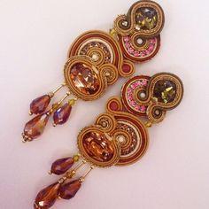 Evergreen earrings by AdelsLaboratory on Etsy Boho Jewelry, Jewelery, Handmade Jewelry, Soutache Necklace, Tassel Earrings, Shibori, Beaded Embroidery, Techno, Beads