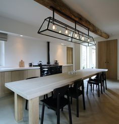 Ook mooi die vouwgordijntjes in die nis Tin House, Kitchen Dinning Room, Belgian Style, Interior And Exterior, House Plans, New Homes, Furniture, Design, Home Decor