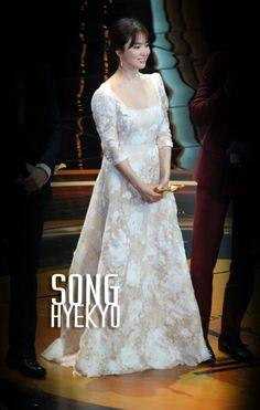 song hye kyo 송혜교 宋惠敎 DAESANG grand award winner at the 2016 kbs drama awards 12.31.2016