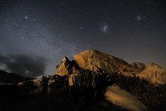 Obłoki Magellana - niebo nad pustynią Atakama w Chile. / Magellanic Clouds - the sky above the Atacama Desert in Chile