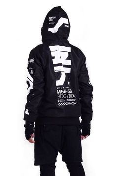 Functional / techwear outfit for women and men. Japanese words and inspiration design on hoodies Cyberpunk Mode, Cyberpunk Fashion, Dark Fashion, Urban Fashion, Mens Fashion, Mode Masculine, Mode Hip Hop, Mode Man, Mode Kawaii