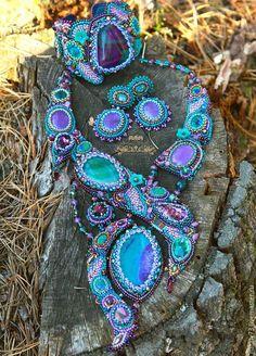 """Купить комплект ''Следами русалки"""" - разноцветный, изумрудно-фиолетовый, вышитое бисером колье, вышитое украшение"""