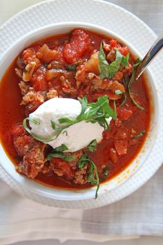 Grab sweet and spicy Italian sausage and mix with crushed tomatoes, onion, spices and water. This is the perfect comfort food weeknight dinner recipe. One Pot Chili Recipe, Chili Recipes, Lunch Recipes, Soup Recipes, Great Recipes, Dinner Recipes, Healthy Recipes, Amazing Recipes