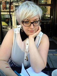 short haircuts for plus size women with silver hair color