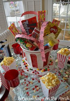 Children's Party Table for Movie Night - Meli - Children's Party Table for Movie Night Popcorn table.love the centerpiece.would be great as a silent auction item for fun fair! Movie Night Party, Party Time, Movie Gift, Deco Cinema, Diy Cadeau Noel, Fun Fair, Movie Themes, Festa Party, Slumber Parties