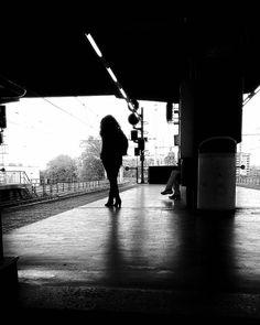 Lontano da dove? #levitedeglialtri #otherpeopleslives #ig_people #instapeople #city #citypics #streetsoftheworld #rsa_streetview #streetlife #igworldclub_street #milanodaclick #milanosegreta #milanoinsight #love_milano #milanoufficiale #milanodavedere #milano #milan #ig_milan #igworldclub #igersmilano #1415mobilephotographers #1415mp by epeverata