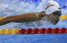 Yusra MARDINI : Membre de l'équipe olympique des réfugiés aux JO 2016, la nageuse Yusra MARDINI a gagné sa série du 100m papillon ce samedi à Rio (06/08/2016). Un an plus tôt, avec l'aide de sa sœur, elle avait sauvé 18 personnes en poussant en pleine mer une embarcation au large de la Grèce (en quittant sa Syrie natale en guerre.)