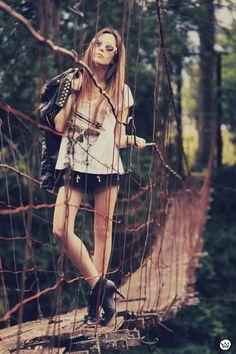http://fashioncoolture.com.br/2012/11/19/look-du-jour-spectrum/#