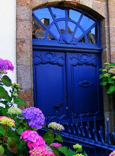 Color Inspiration: Beautiful blue French door #indigo #feelingblue #inagoodway