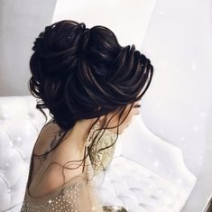 Indian Bride hairstyle idea by Elstile stylist Pakistani Bridal Makeup Hairstyles, Asian Bridal Hair, Asian Wedding Makeup, Bridal Hair Updo, Wedding Day Makeup, Bride Hairstyles, Hair Wedding, Hairstyle Ideas, Wedding Dresses
