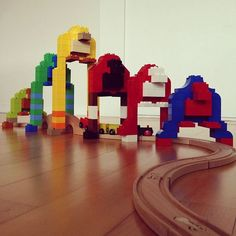 Finn's Gorilla Train Bridge in Lego Duplo. Finn: Daddy, I want to make a trainset and gorillas and monkeys. Me: I'll tell the engineering department. Lego Duplo, Duplo Train Set, Lego Bridge, Kids Indoor Play, Construction For Kids, Geek Baby, Lego Craft, Lego For Kids, Lego Trains