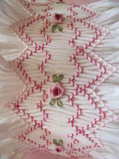 Smocking Plates, Smocking Patterns, Sewing Patterns, Baby Embroidery, Embroidery Stitches, Embroidery Designs, Sewing Lace, Baby Sewing, Smocked Baby Clothes