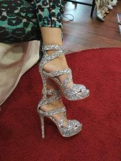 Ασημί Γκλιτερ Γυναικεία πέδιλα για γάμο Silver Glitter, Heels, Boots, Fashion, Heel, Crotch Boots, Moda, Silver Sequin, Fashion Styles