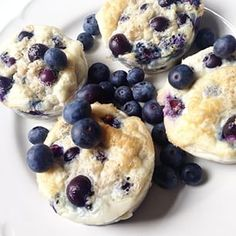 Healthy blueberry muffins by Sophia Thiel // Ingredients:  5 egg white 30 g protein powder vanilla drops 150 g blueberries 50 g rolled oats // 15 - 20 mins