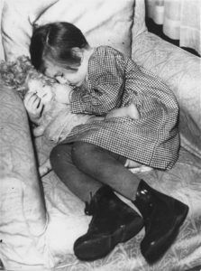 A sleeping refugee girl during the Kindertransport in November/December 1938 (Credit: courtesy of the Wiener Library.)