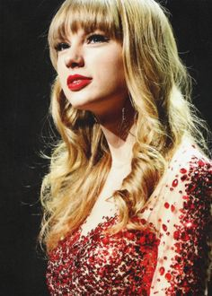 Taylor Swift! I love this dress!!!!!!!!!!!