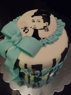 Awesome Cake designs and ideas for that special event Beautiful Cake Pictures, Beautiful Cakes, Amazing Cakes, Audrey Hepburn Cake, Desserts Around The World, Tiffany Cakes, Sweet Sixteen Cakes, Fondant, Sweet Breakfast