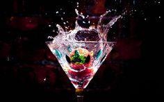 Glass cup, drinks, water drops, splash, strawberry wallpaper 1920x1200