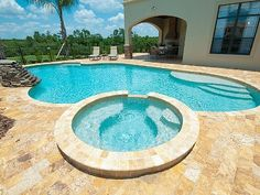 Huge Pool with hot tub