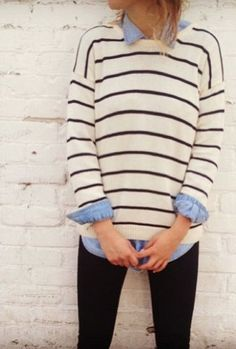 cream stripe sweater + denim chambray shirt + white pants = perfect for the seaside Looks Chic, Looks Style, Style Me, Fall Winter Outfits, Autumn Winter Fashion, Looks Camisa Jeans, Moda Chic, Outfit Trends, Inspiration Mode