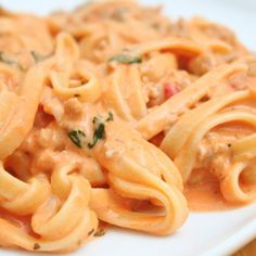 Tomato Cream Sauce From: Italian Food Forever, please visit An easy yet elegant sauce that works well with any type of pasta. Cream Sauce Pasta, Cream Sauce Recipes, Pasta Sauce Recipes, Recipe Pasta, Mexican Food Recipes, Italian Recipes, Spicy Sausage Pasta, Chorizo Pasta, Pasta Facil
