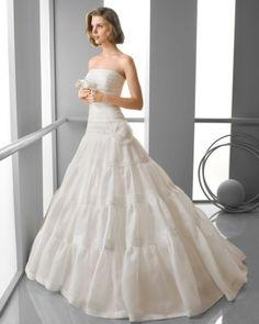 141 FINLANDIA / Wedding Dresses / 2013 Collection / Alma Novia (Shown without short sleeve Bolero)