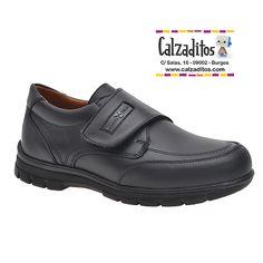 Estos zapatos de piel con velcro de tipo escolar van forrados también en piel y…