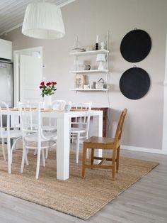 SisustusUnelmia: MODERNIT KYNTTILÄLYHDYT JA ARVONTA Dining Chairs, Dining Room, Room Decor, Furniture, Home, Ad Home, Dining Chair, Home Furnishings, Room Decorations