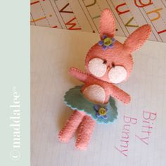 Felt bunny sewing pattern and tutorial. Easy, so sweet and fun!