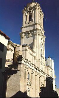 Exterior de la Basílica de San Lorenzo, muestra de la arquitectura barroca. Si desea consultar el libro donde se encuentra esta foto, pinche en el siguiente enlace: