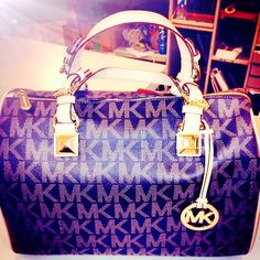 Welcome to our fashion Michael Kors outlet online store, we provide the latest styles Michael Kors handhags and fashion design Michael Kors purses for you. High quality Michael Kors handbags will make you amazed. Michael Kors Hamilton, Sac Michael Kors, Cheap Michael Kors, Michael Kors Outlet, Handbags Michael Kors, Bowling, Chic Summer Style, Winter Style, Mk Handbags