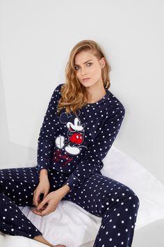 Mickey Mouse Pyjama aus langem Fleece - Wedding Home Decoration Mickey Mouse Outfit, Mickey Mouse Clothes, Pijama Disney, Pijamas Women, Babydoll, Loungewear Outfits, Burberry Dress, Cute Lazy Outfits, Girls Sleepwear