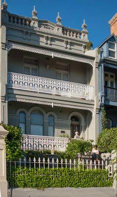A large restored Victorian Terrace in Paddington, Sydney. Modern Balcony, Small Balcony Design, Victorian Terrace House, Victorian Homes, Australian Architecture, Beautiful Architecture, Australia House, Urban Cottage, Sydney