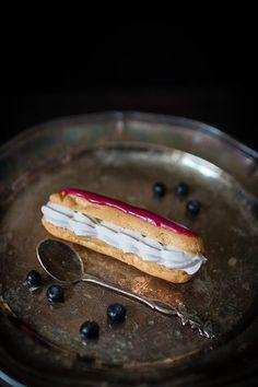 Mustikka éclair -leivokset // Blueberry Èclair Food & Style Emma Iivanainen, Painted By Cakes Photo Emma Iivanainen www.maku.fi
