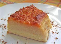 """Vou contar uma coisa p/ vocês, eu AMO pudim de padaria! Aqueles bem """"fuleiros"""" mesmo, que de tão duro é quase um bolo (porque gosto é igual """"nariz"""", cada um tem o seu, hahah…"""