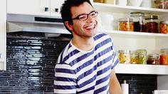 À chaque épisode, le chef pâtissier Patrice Demers concocte trois desserts sur le même thème qu'il fait goûter à des gens au travail ou dans une fête.