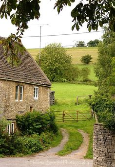 This pic looks like it came straight from England! I can't wait to see their beautiful country side again!