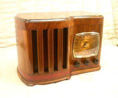 Turn Your Radio On, Radio Antigua, Retro Radios, Antique Radio, Record Players, Timber Wood, Phonograph, Vintage Records, Vintage Wood