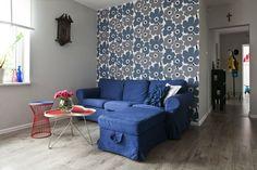 Tapety w kwiaty mogą się pojawić w aranżacji wnętrz klasycznych, jak i nowoczesnych. Kwiatowy wzór na ścianie nada wnętrzu przytulny i ciekawy charakter, a tapeta pomoże na przykład optycznie powiększyć pomieszczenie. Zobacz 12 pomysłów na tapety w kwiaty - ZDJĘCIA!