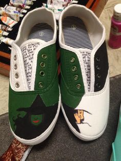 Painted shoes Shoe Designs, Painted Shoes, Cute Shoes, Designer Shoes, Wicked, Random, Sneakers, Painting, Fashion