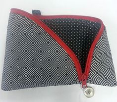 Good Screen DIY: A cosmetic bag in which you can find everything Thoughts presents for guys who've everything,gifts for guys diy Xmas presents for men,leather gifts for gu Diy Bag Gift, Easy Diy Gifts, Easy Yarn Crafts, Fabric Crafts, Diy Bags No Sew, Presents For Men, Leather Gifts, Felt Fabric, Small Bags