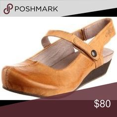 2e966a2f051 OTBT Springfield clog  MaryJane Sandal in cashew New and in box. Trendy  round toe