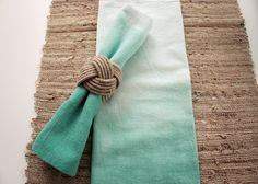 Sea glass ombre napkins. Perfect for a beach wedding! This is a DIY tutorial.