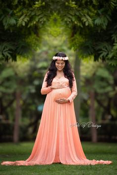 pose idea for maternity photo shoot - Motherhood & Child Photos Maternity Shoot Dresses, Maternity Photo Outfits, Maternity Poses, Maternity Styles, Maternity Photography Outdoors, Clothing Photography, Photography Outfits, Vintage Photography, Photography Ideas